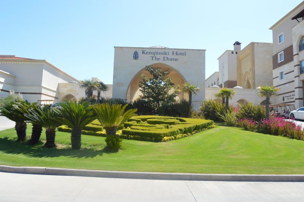 Auffahrt Bilder Außenansicht Hotel Kempinski The Dome Golf & Spa Resort