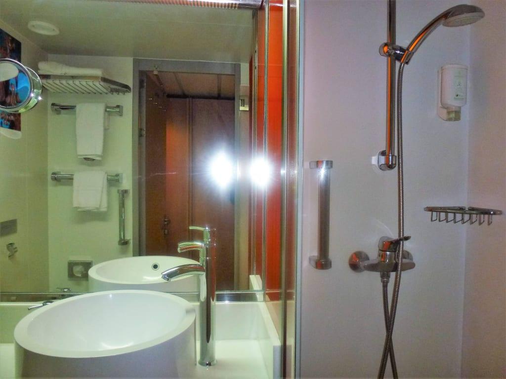 Bild badezimmer zu mein schiff 1 in for Mein badezimmer