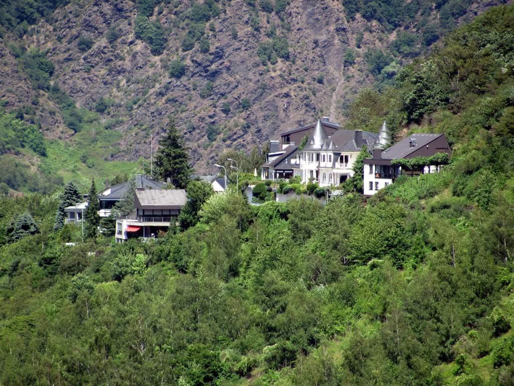 Schön in der Berghanglage Bilder Außenansicht Moselromantik Hotel Thul