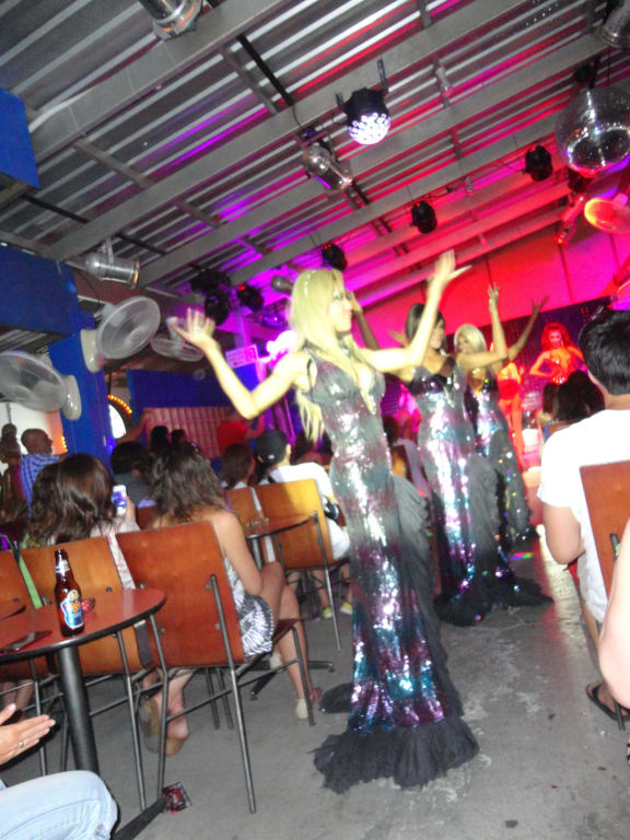 bild h bsche jungs zu starclub cabaret show in chaweng beach. Black Bedroom Furniture Sets. Home Design Ideas