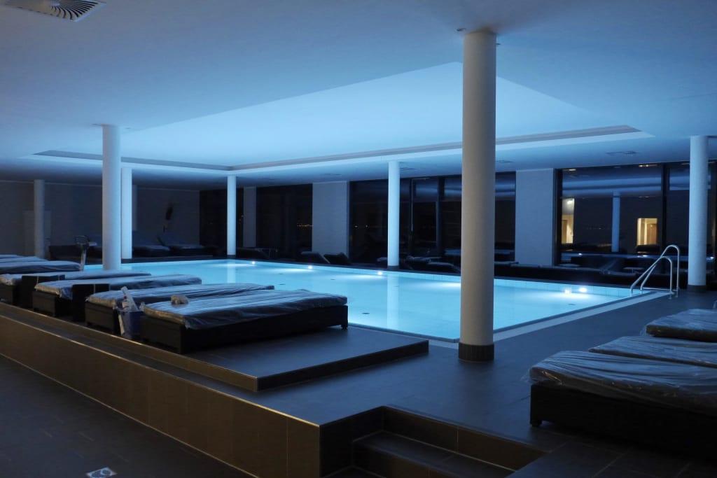 bild bayside spa bei nacht zu hotel bayside in scharbeutz. Black Bedroom Furniture Sets. Home Design Ideas
