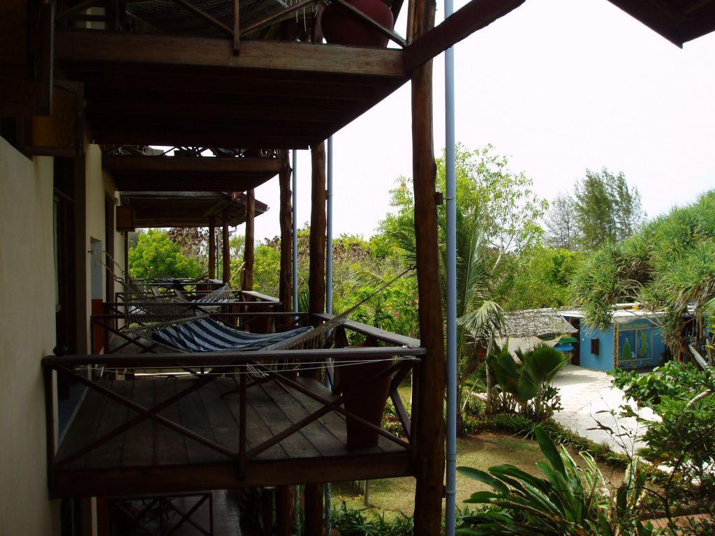 bild wirklich sch ner balkon zu mnarani beach cottage in nungwi. Black Bedroom Furniture Sets. Home Design Ideas