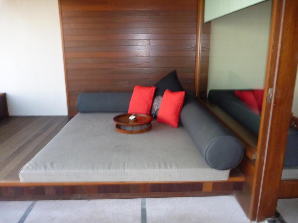 bild chill ecke auf der terrasse zu hotel the haven maldives at lankanfinolhu in thulusdhoo. Black Bedroom Furniture Sets. Home Design Ideas