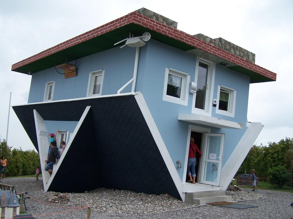 dieses haus steht auf dem dach du kannst es auf der inse thinglink. Black Bedroom Furniture Sets. Home Design Ideas