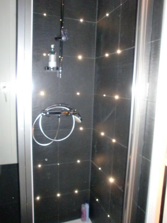 Led Beleuchtung F?r Dusche : Duschkopf hatte auch LED, die in verschiedenen Intervallen die Farbe