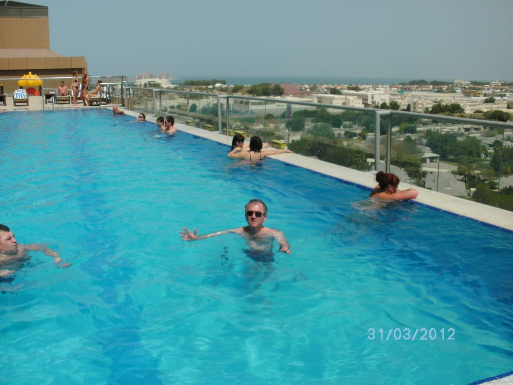 Bild pool zu gloria hotel dubai in dubai for Hotels with private pool in dubai