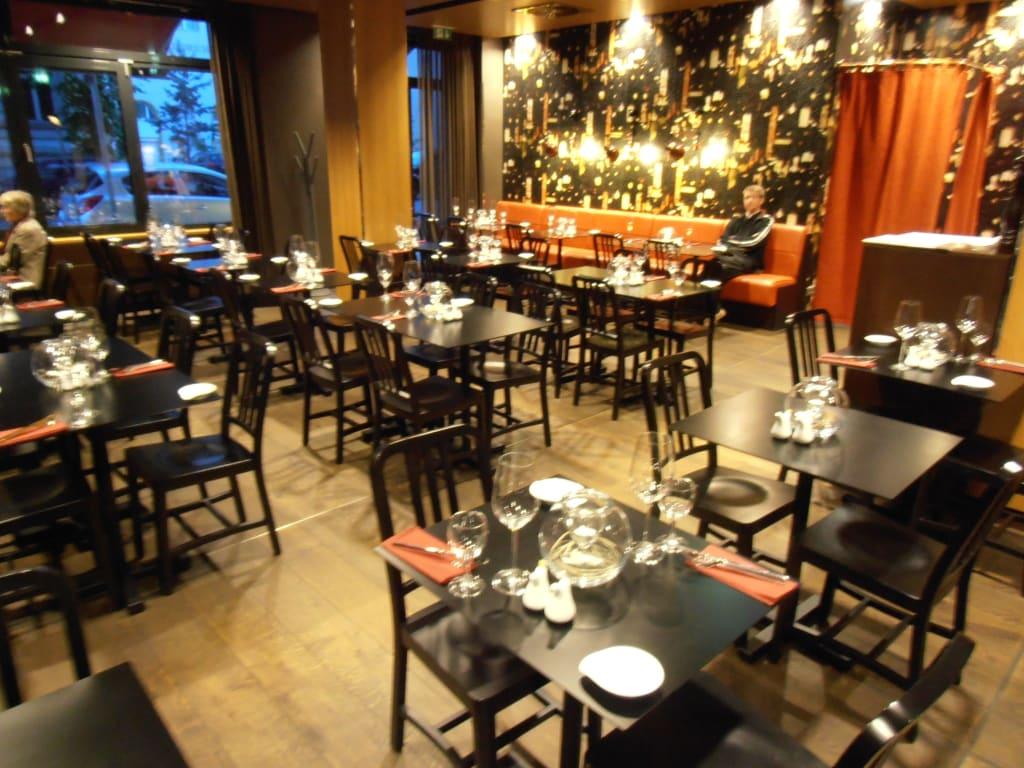 bild restaurant zu adina apartment hotel berlin hauptbahnhof in berlin mitte. Black Bedroom Furniture Sets. Home Design Ideas