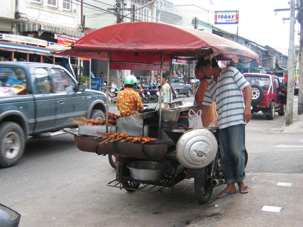 """bild """"rollende garküche in phuket town"""" zu phuket town in phuket town"""