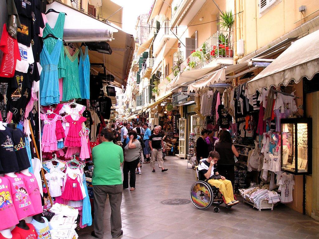 Yachthafen mit vielen Shoppingmöglichkeiten und vielen Resturants etc ...