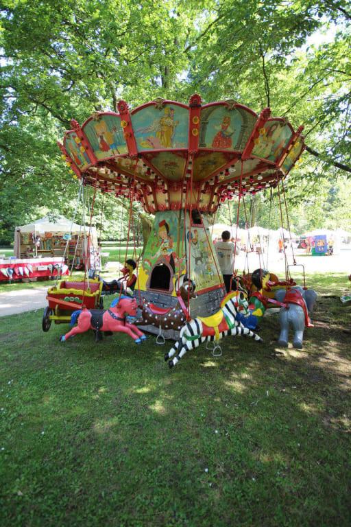 Bild Kinderkarussell Zu Celler Kunst Handwerkermarkt In Celle