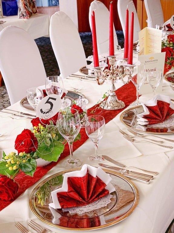 Bild Hochzeitstafel Dekoration Wei Rot Zu Hotel