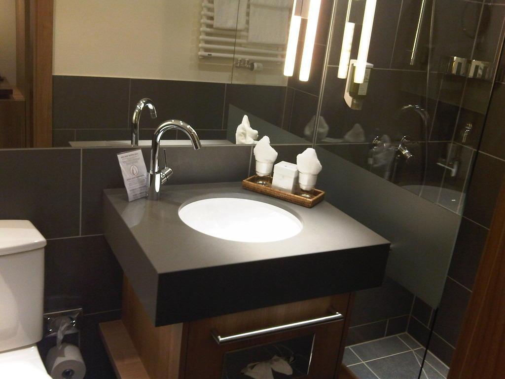 bild sch nes bad zu klosterhotel marienh h lifestyle. Black Bedroom Furniture Sets. Home Design Ideas