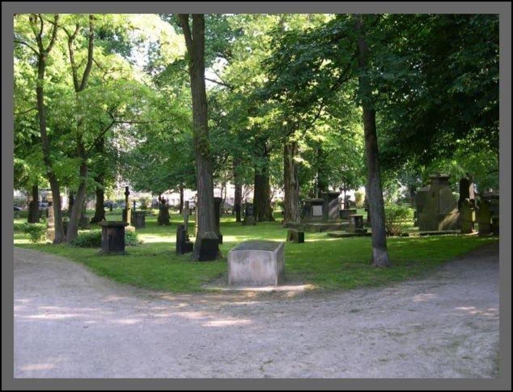 bild gartenfriedhof hannover zu radfahren hannover in hannover. Black Bedroom Furniture Sets. Home Design Ideas