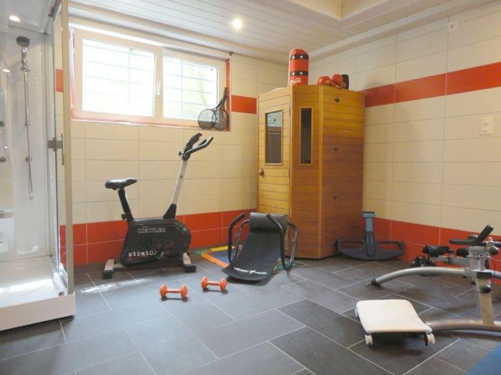 bild wellnessraum mit dampfdusche und sauna zu bed. Black Bedroom Furniture Sets. Home Design Ideas