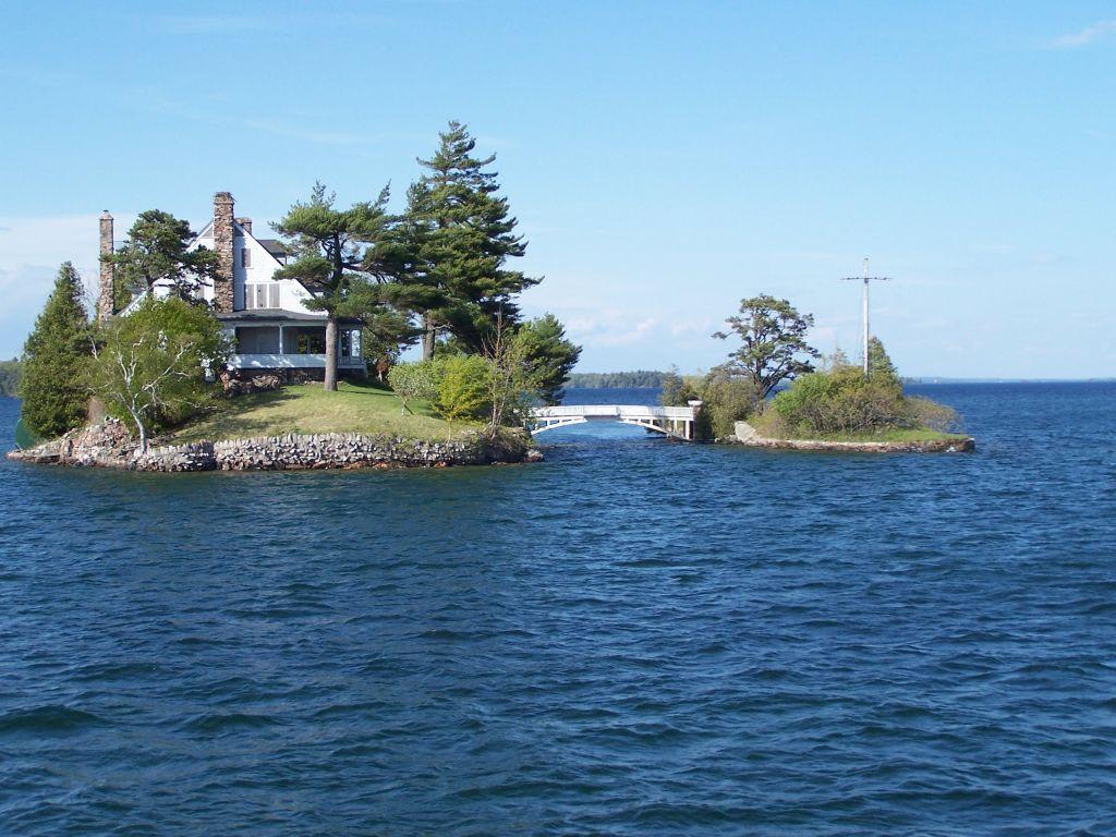 bild der kleinste grenz bergang der welt zu 1000 islands in alexandria bay. Black Bedroom Furniture Sets. Home Design Ideas