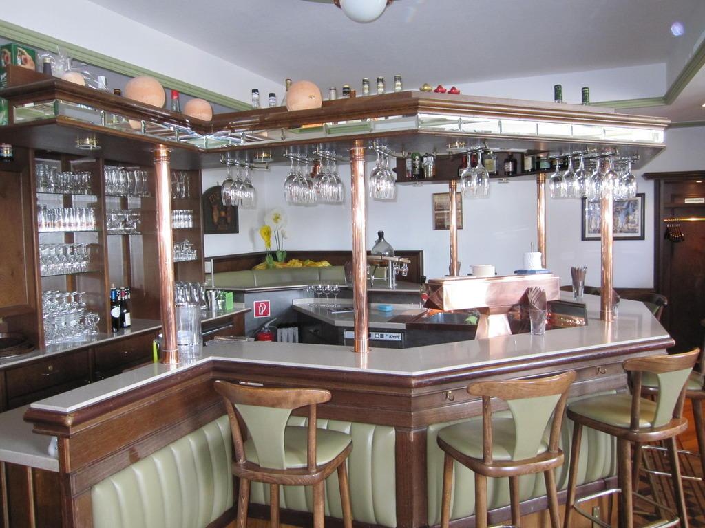 bild rustikale bar zu haus duden in wesel. Black Bedroom Furniture Sets. Home Design Ideas
