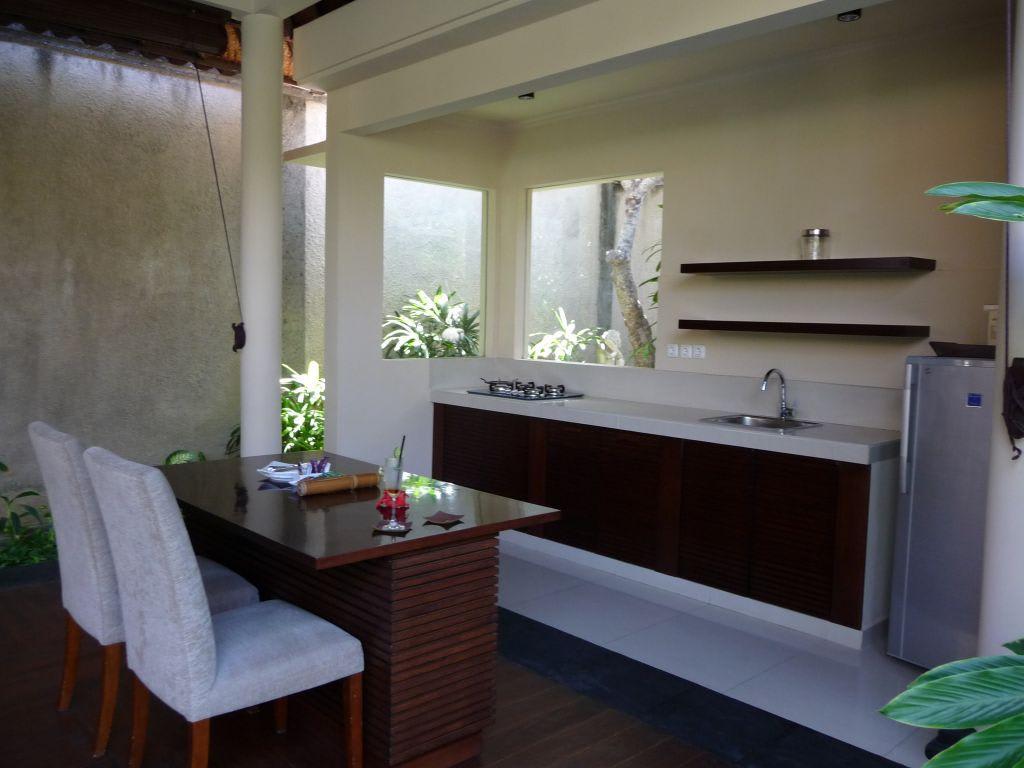 bild offener wohn essbereich zu kamuela villas suites sanur in sanur. Black Bedroom Furniture Sets. Home Design Ideas