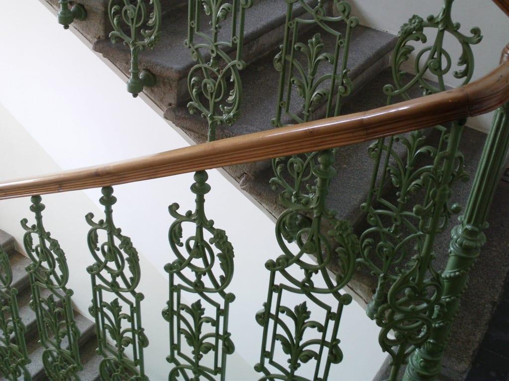 bild das stiegenhaus treppenhaus jugendstil zu. Black Bedroom Furniture Sets. Home Design Ideas