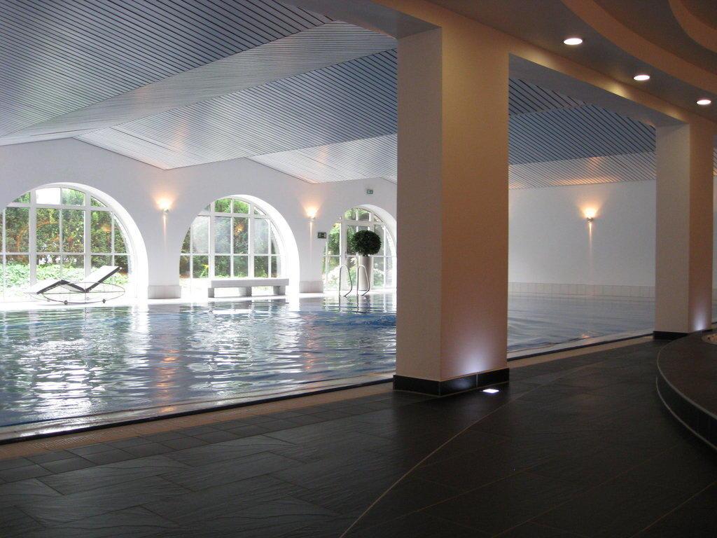 bild schwimmbad zu hotel schloss montabaur in montabaur. Black Bedroom Furniture Sets. Home Design Ideas