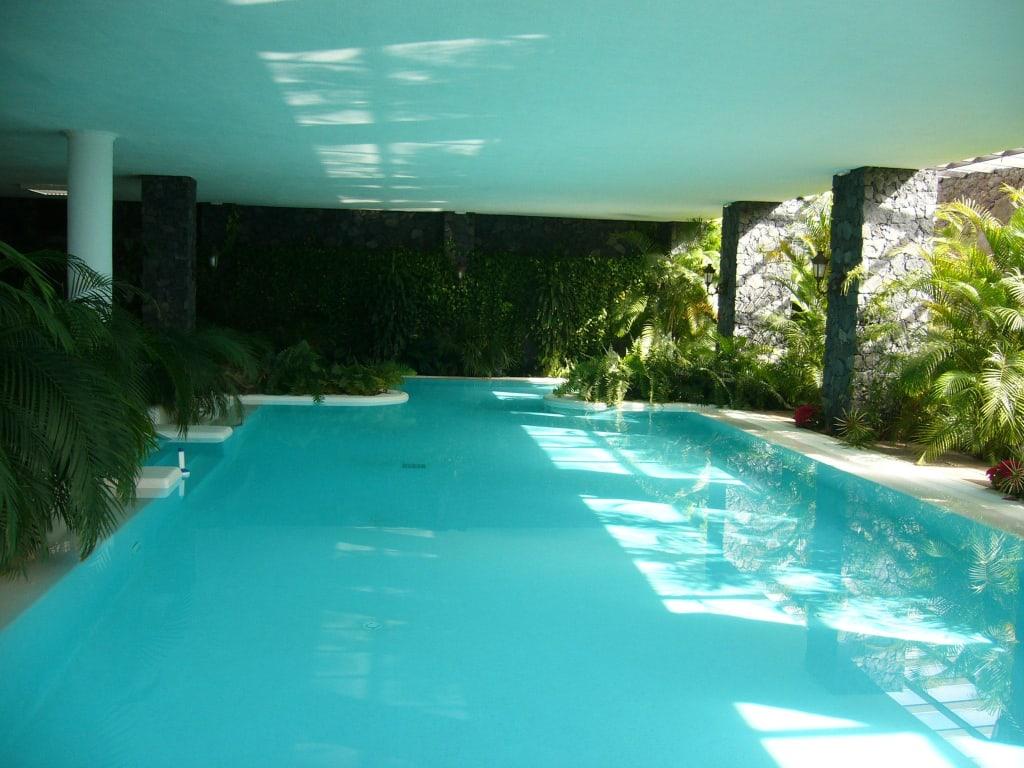 Bild schwimmbad becken sehr gro beheizt zu hotel la for Schwimmbad becken