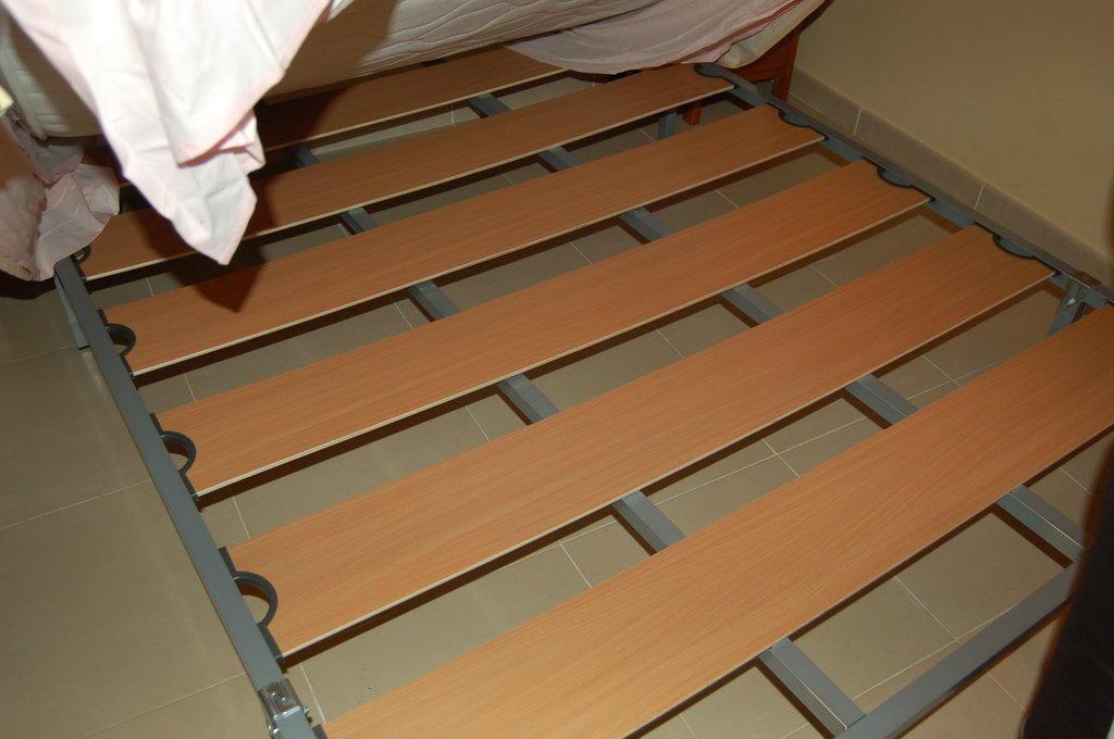 ikea bett metall quietscht. Black Bedroom Furniture Sets. Home Design Ideas