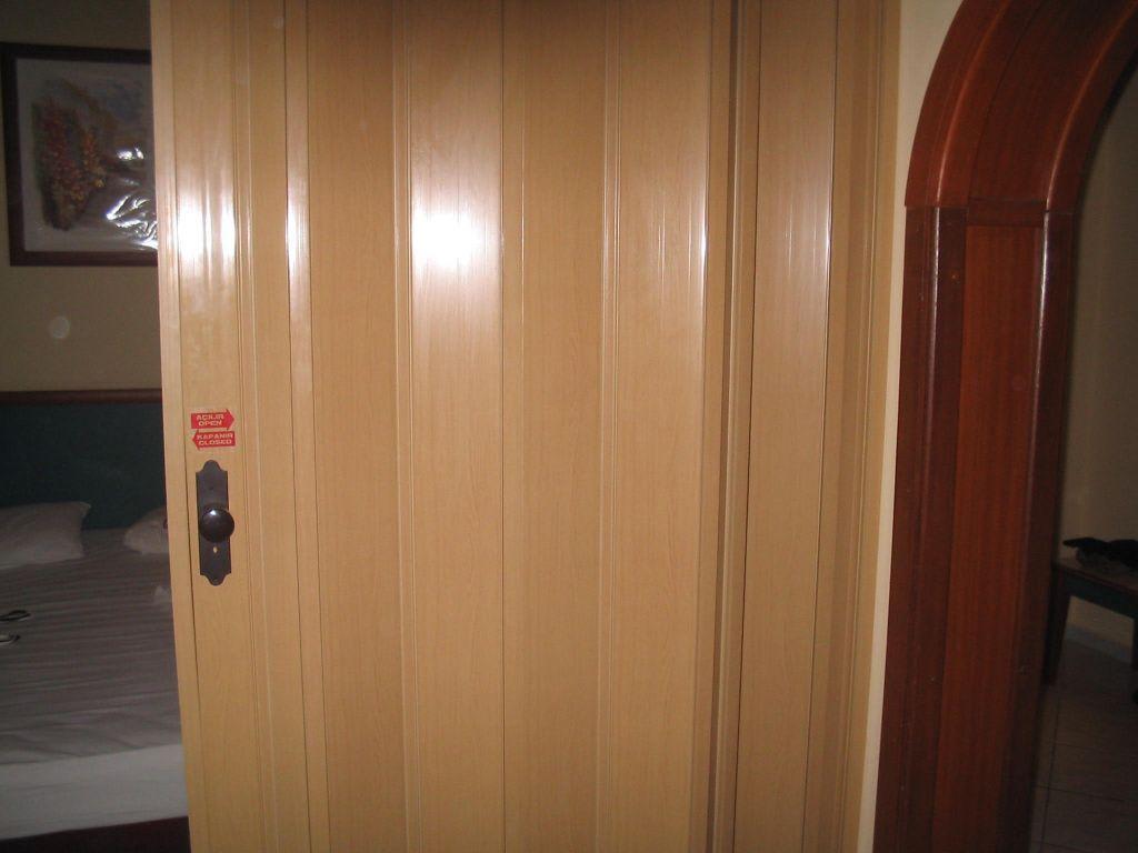 bild zimmer trennwand zu hotel kamelya world holiday village in colakli. Black Bedroom Furniture Sets. Home Design Ideas