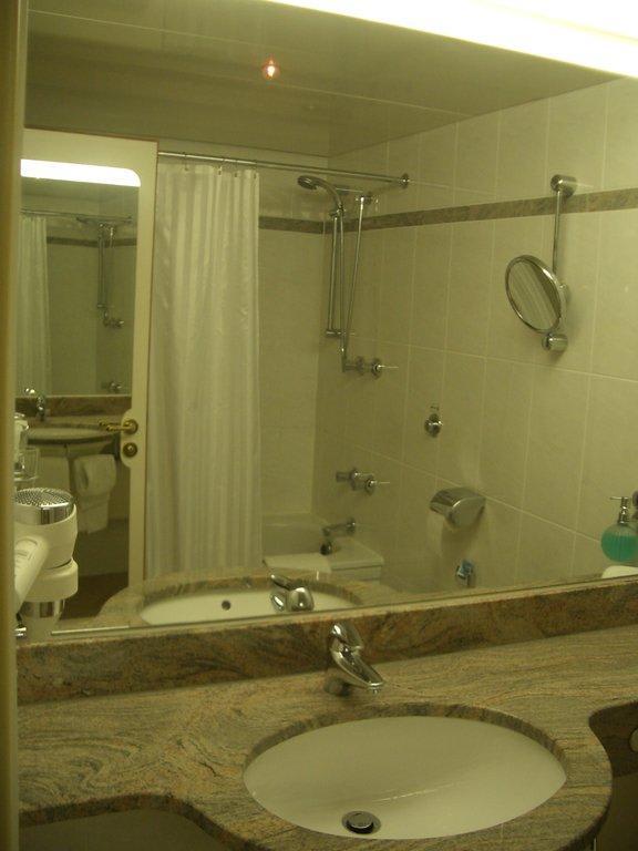 bild bad zu maritim hotel n rnberg in n rnberg. Black Bedroom Furniture Sets. Home Design Ideas