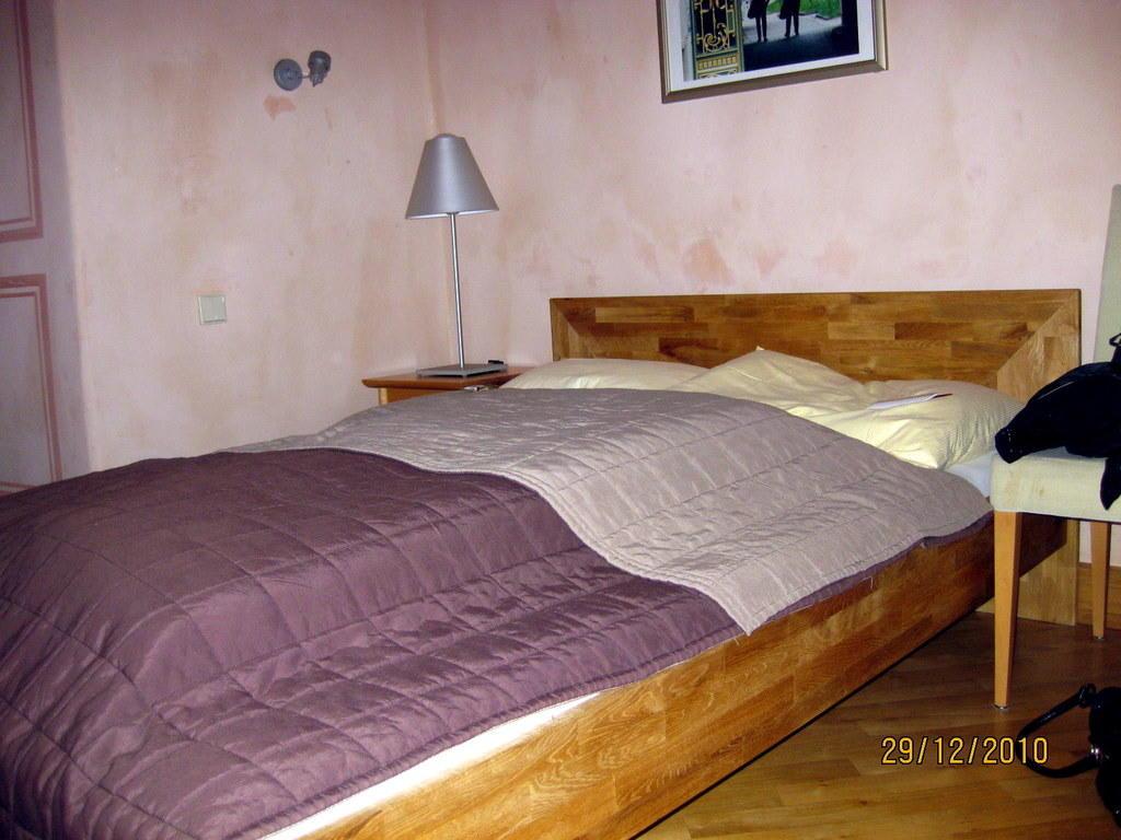 Bild kleines doppelbett zu hotel schloss romrod in romrod for Doppelbett kleines zimmer