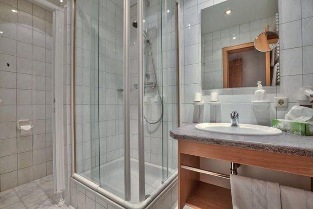 page 168 : wohnzimmer grün rosa. badezimmer ideen deko ~ interior, Badezimmer