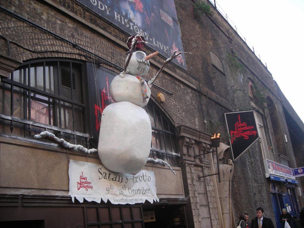Bild Weihnachtliche Horrorr Deko Zu London Dungeon In