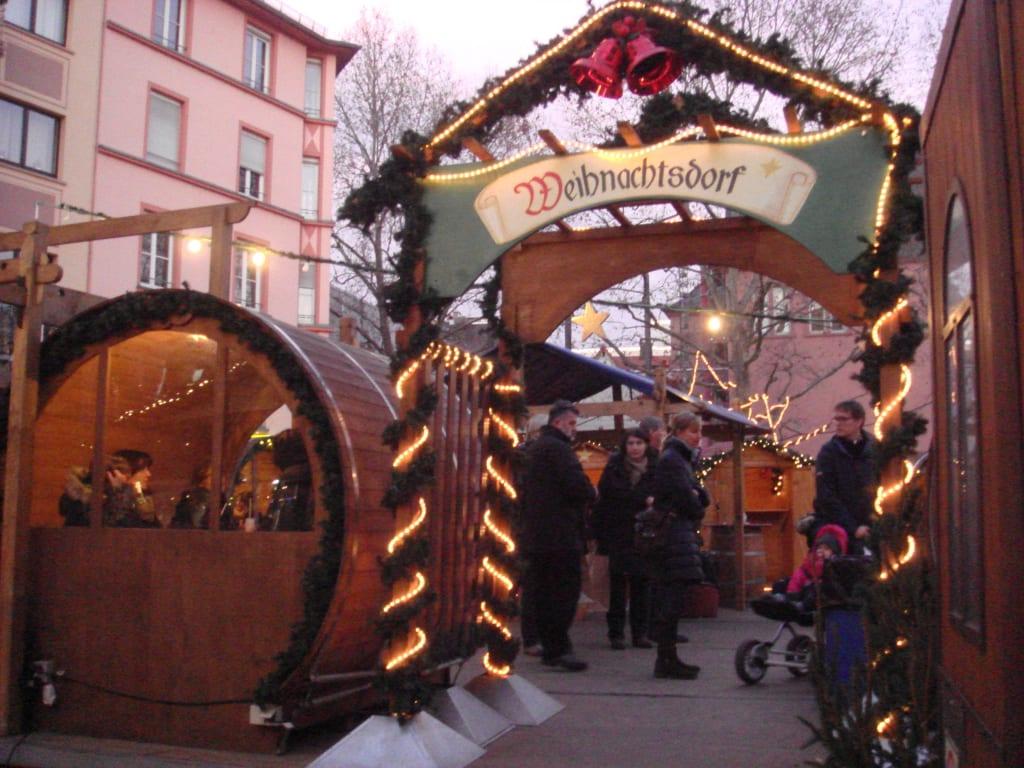 Weihnachtsmarkt Mainz.Bild Das Weihnachtsdorf Zu Weihnachtsmarkt Mainz In Mainz