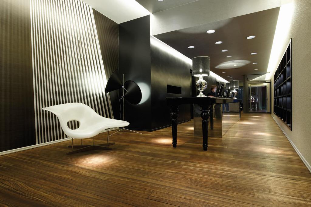 Bild empfangsbereich zu designhotel berfluss in bremen for Bremen design hotel