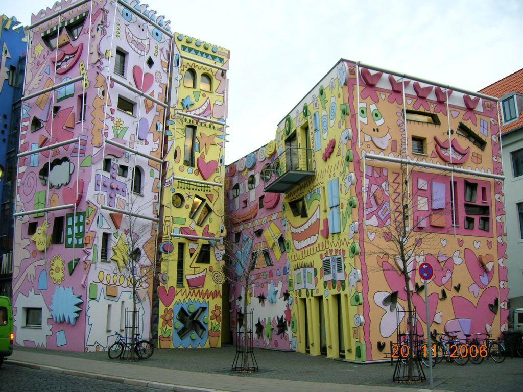 bild buntes haus zu happy rizzi house in braunschweig. Black Bedroom Furniture Sets. Home Design Ideas