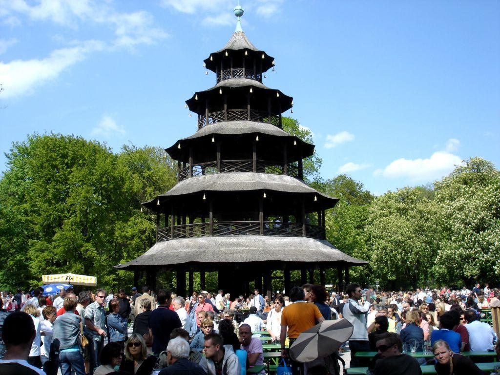 """Bild """"Chinesischer Turm im Englischen Garten"""" zu Englischer Garten in München"""