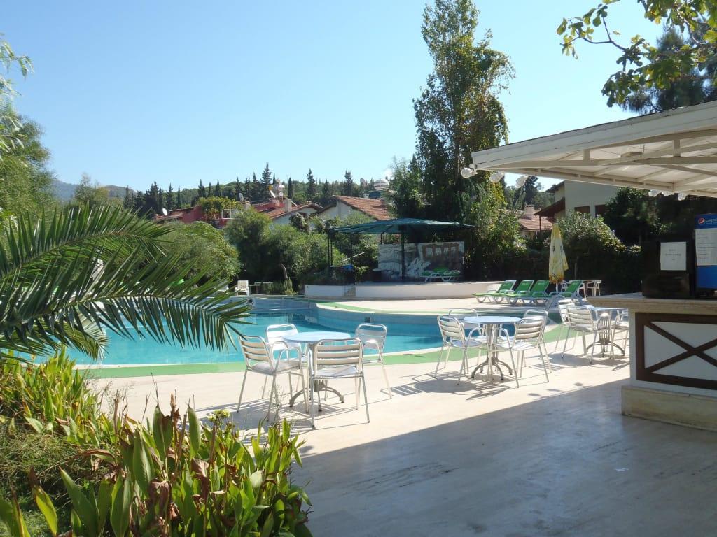 bild gartenanlage mit pool und bar zu hotel dogan paradise beach in zdere. Black Bedroom Furniture Sets. Home Design Ideas