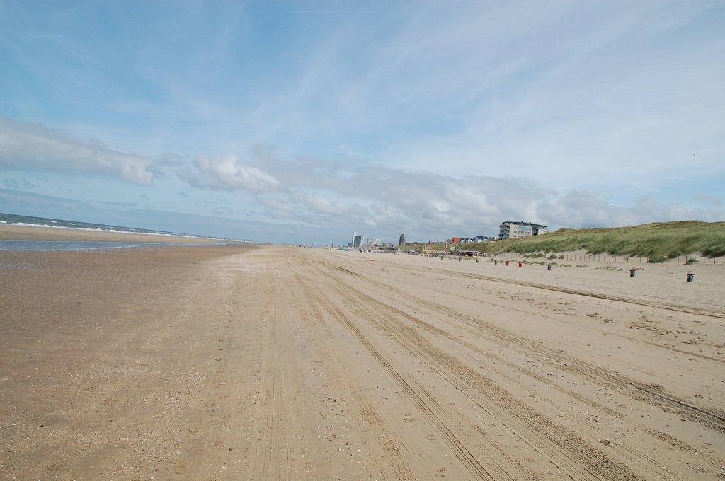 bild der strand von zandvoort zu strand zandvoort in. Black Bedroom Furniture Sets. Home Design Ideas