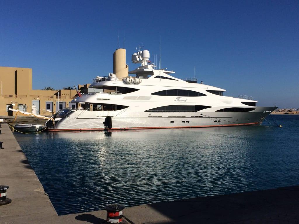 bild luxus yacht im hafen zu yachthafen port ghalib in marsa alam. Black Bedroom Furniture Sets. Home Design Ideas