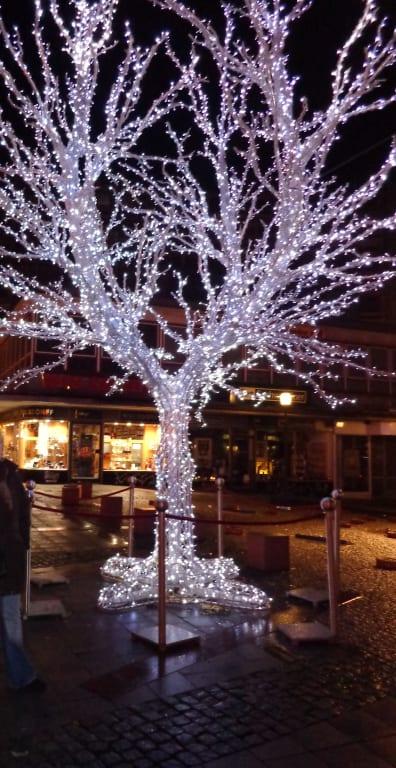 Baum Mit Lichterkette