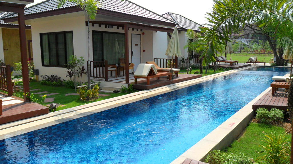 bild bungalow mit pool zu pinnacle grand jomtien resort in jomtien. Black Bedroom Furniture Sets. Home Design Ideas