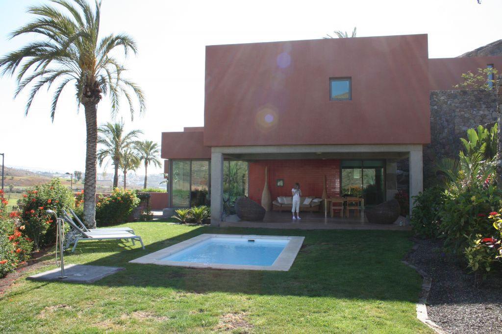 bild garten mit kleinem pool zu villas salobre in salobre. Black Bedroom Furniture Sets. Home Design Ideas