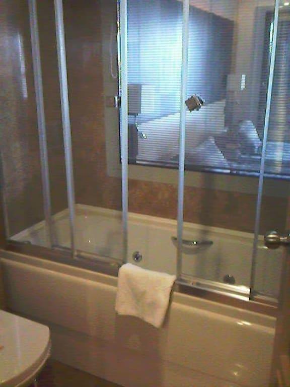 bild badewanne mit wirlpool d sen zu hotel charisma de luxe in kusadasi. Black Bedroom Furniture Sets. Home Design Ideas