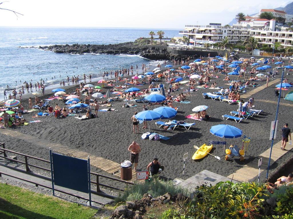 Bild strand zu be live family costa los gigantes in puerto de santiago - Hotel be live family costa los gigantes puerto de santiago ...