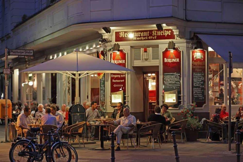 bild restaurant kneipe kucheleck zu restaurant caf bar kuchel eck in berlin charlottenburg. Black Bedroom Furniture Sets. Home Design Ideas