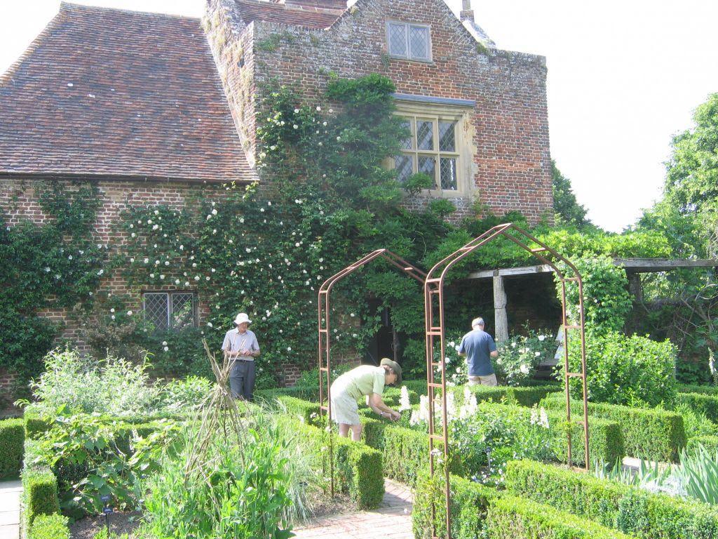 bild der wei e garten zu sissinghurst castle garden in cranbrook. Black Bedroom Furniture Sets. Home Design Ideas