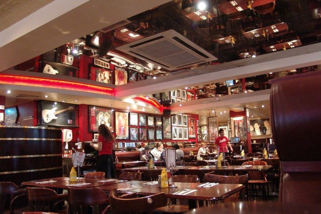 Bildergebnis für fotos vom restaurant des bill wyman mit namen sticky finger