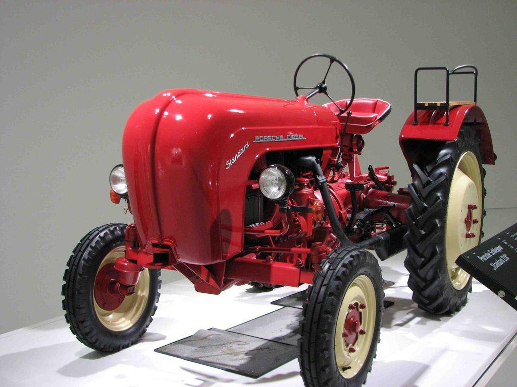 Bild quot traktor zu porsche museum in stuttgart