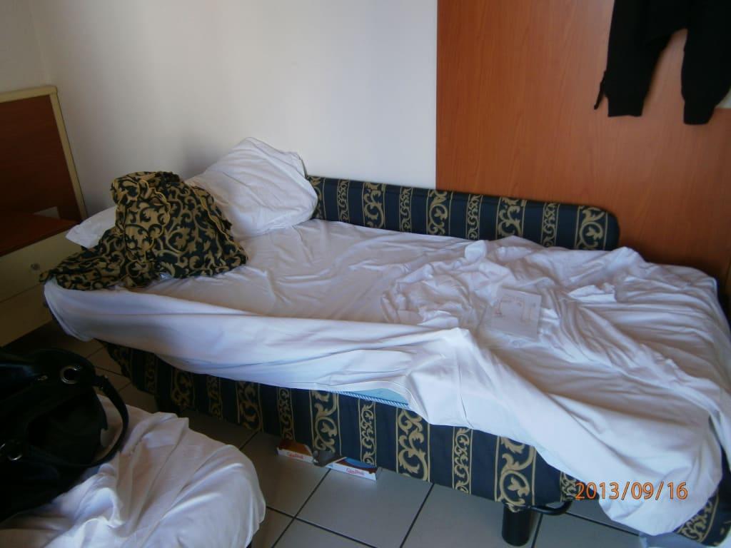 bild couch mit matratze oben drauf zu hotel lido in jesolo. Black Bedroom Furniture Sets. Home Design Ideas
