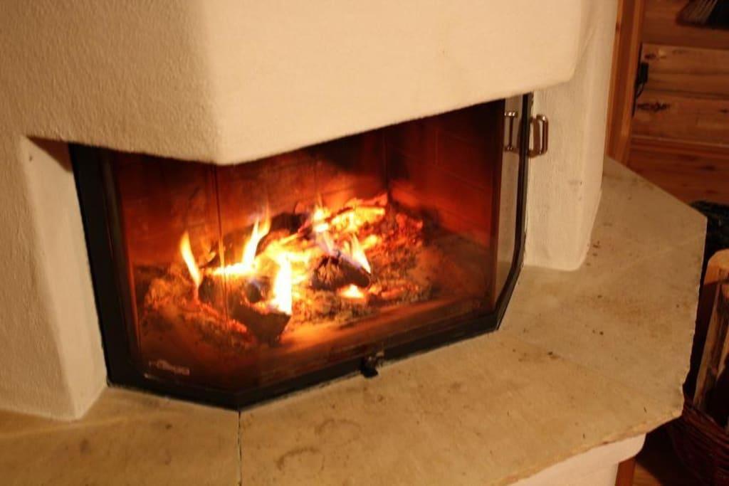 bild kamin in der h tte zu kern stone hill ranch in unterwei enbach. Black Bedroom Furniture Sets. Home Design Ideas