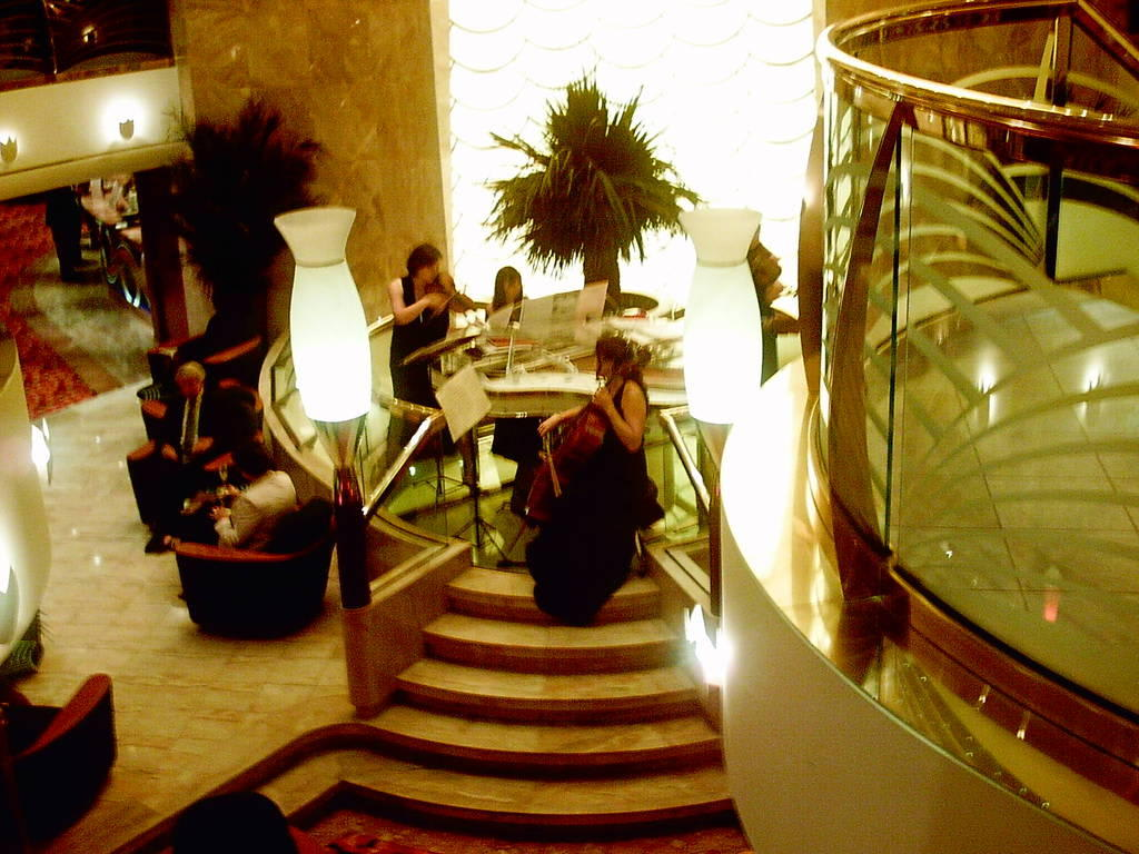 bild klassische musik vor dem abendessen zu msc orchestra in. Black Bedroom Furniture Sets. Home Design Ideas
