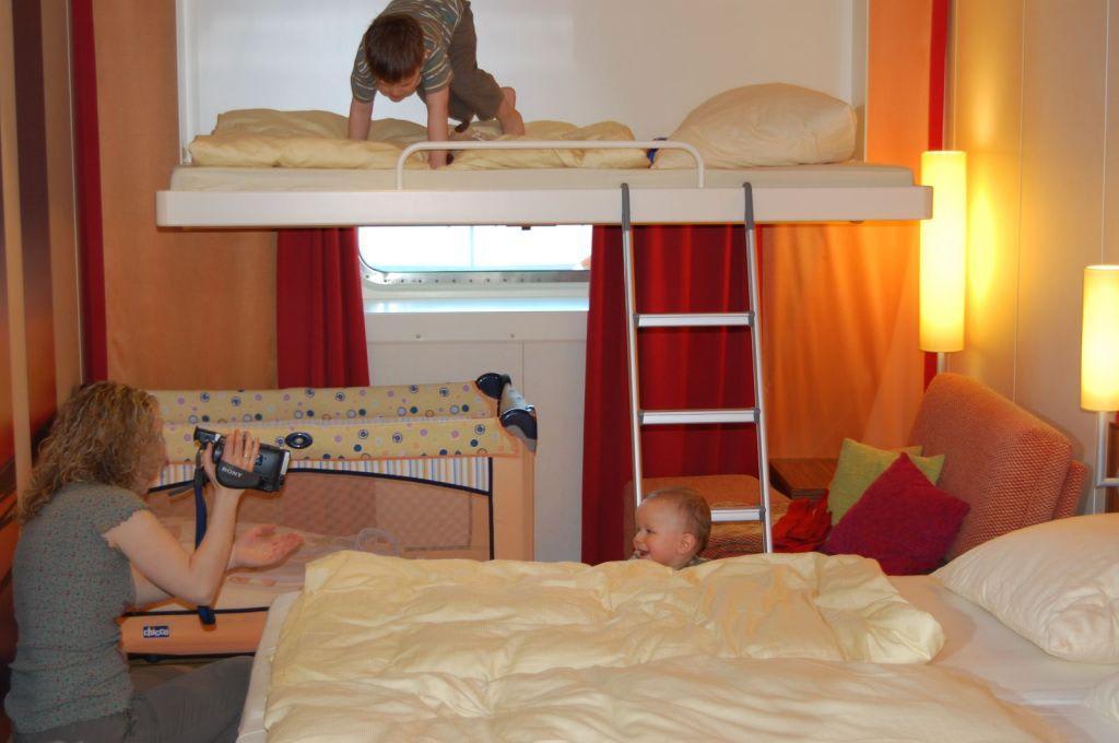 bild aa au enkabine mit pullmannbett zu aidadiva in. Black Bedroom Furniture Sets. Home Design Ideas
